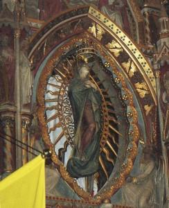 Szűz Mária megkoronázása a Mátyás templomban történt 2000. augusztus 15-én, A koronázásra II. János Pál pápa adott engedélyt 2000. július 5-én a Szent Péter téren. A Szűzanya koronázási Koronáját először Jézus Krisztus Urunk áldotta meg itt, Sükösdön.