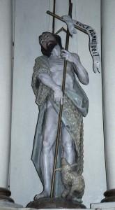 Keresztelő Szent János jelképszobra a gyergyóremetei templomban
