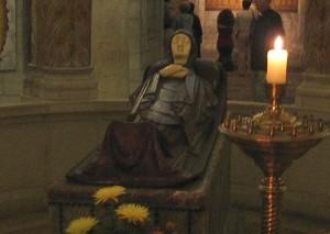 Az elszenderedett Szűzanya jelképszobra a Dormito-templomban.