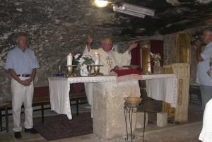 Betlehem, Pásztorok mezeje. Szentmisénk a Pásztorok Barlangjában.