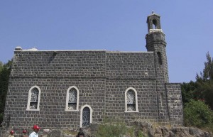 Hétforrás a Genezáreti-tó partján. A Péter elsőbbsége templom.