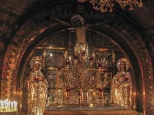 Jeruzsálem, Szent Sír-templom. A Kereszrefeszítés-kápolna oltárképe a Szent Kereszt Oltára felett.