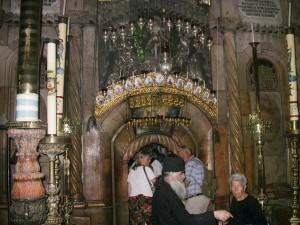 Jeruzsálem, Szent Sír-templom. A Szent Sír kápolnájának bejárata.