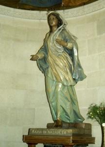 Názáret, Szent József templom.  Názáreti Mária jelképszobra.