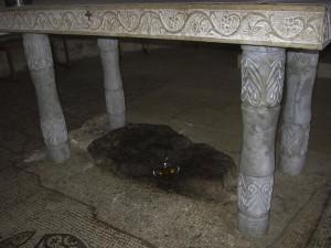 Tabgha, a Genezáreti-tó partján. A hely, ahol Jézus Krisztus Urunk először szaporaította meg a kenyeret.